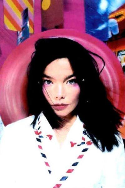 björk-estilo-stylelook-vanguardista-cantante-singer-music-musica-modaddiction-culture-cultura-fotografia-photography-diseno-design-moda-fashion-trends-tendencias-9