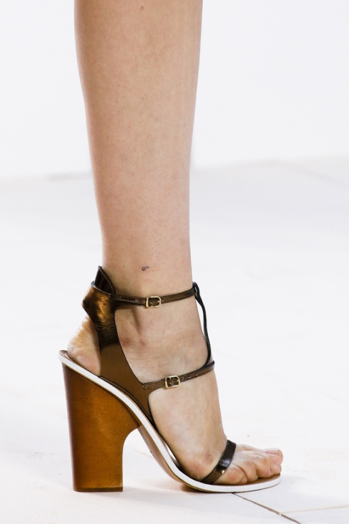 calzado-shoes-footwear-zapatos-primavera-verano-2013-spring-summer-2013-modaddiction-pasarela-fashion-week-runway-moda-fashion-sandals-sandalias-chloé