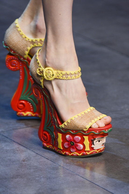 calzado-shoes-footwear-zapatos-primavera-verano-2013-spring-summer-2013-modaddiction-pasarela-fashion-week-runway-moda-fashion-tendencias-cunas-dolce-&-gabbana