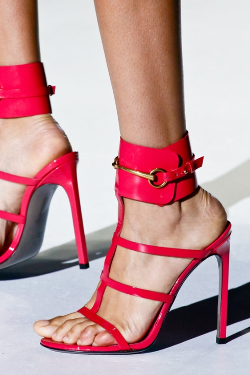 calzado-shoes-footwear-zapatos-primavera-verano-2013-spring-summer-2013-modaddiction-pasarela-fashion-week-runway-moda-fashion-tendencias-trends-esclavas-gucci