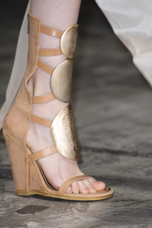 calzado-shoes-footwear-zapatos-primavera-verano-2013-spring-summer-2013-modaddiction-pasarela-fashion-week-runway-moda-fashion-tendencias-trends-esclavas-rick-owens