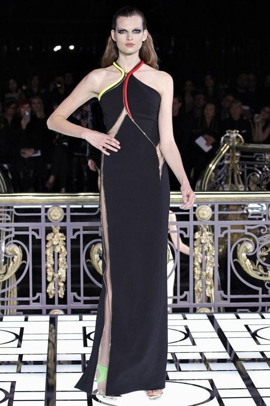 fashion-week-desfile-pasarela-red-carpet-alfombra-roja-modaddiction-estrella-star-people-famosa-cinema-cine-music-musica-moda-fashion-trends-tendencias-atelier-versace