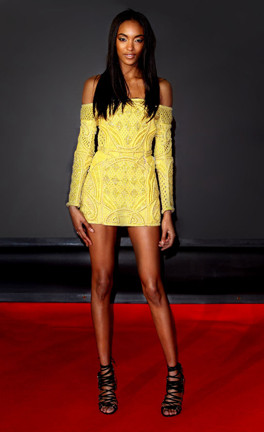 fashion-week-desfile-pasarela-red-carpet-alfombra-roja-modaddiction-estrella-star-people-famosa-cinema-cine-music-musica-moda-fashion-trends-tendencias-balmain-jourdan-dunn
