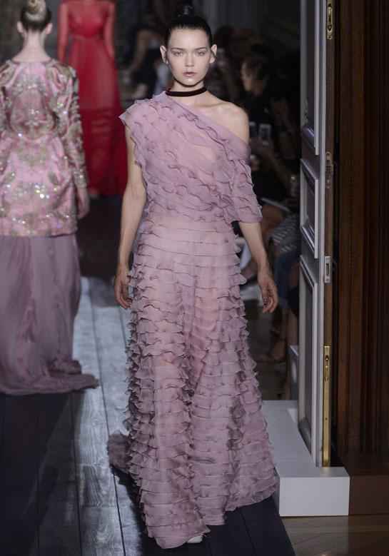fashion-week-desfile-pasarela-red-carpet-alfombra-roja-modaddiction-estrella-star-people-famosa-cinema-cine-music-musica-moda-fashion-trends-tendencias-valentino-3