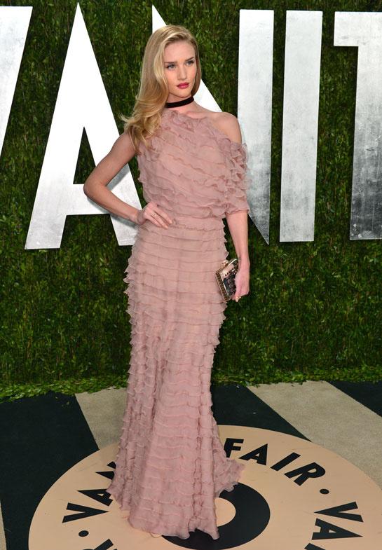 fashion-week-desfile-pasarela-red-carpet-alfombra-roja-modaddiction-estrella-star-people-famosa-cinema-cine-music-musica-moda-fashion-trends-tendencias-valentino-Rosie-Huntington-Whiteley
