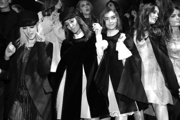 H&M-hm-paris-fashion-week-semana-moda-paris-desfile-runway-modaddiction-low-cost-fast-fashion-trends-tendencias-estilo-look-style-chic-cool-glamour-fiesta-party
