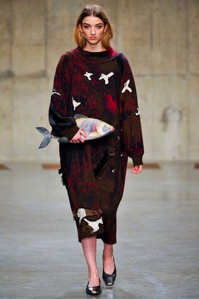 looks-locos-fashion-week-orginales-estilo-style-crazy-semana-moda-modaddiction-pasarela-desfile-runway-catwalk-paris-londres-london-nueva-york-new-york-Claire-Barrow