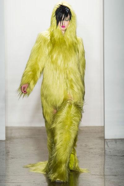 looks-locos-fashion-week-orginales-estilo-style-crazy-semana-moda-modaddiction-pasarela-desfile-runway-catwalk-paris-londres-london-nueva-york-new-york-Jeremy-Scott