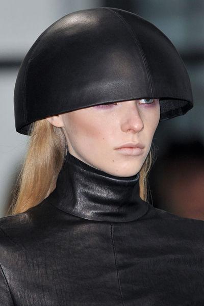 looks-locos-fashion-week-orginales-estilo-style-crazy-semana-moda-modaddiction-pasarela-desfile-runway-catwalk-paris-londres-london-nueva-york-new-york-Mila-Schon