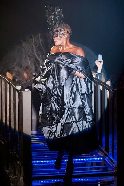 looks-locos-fashion-week-orginales-estilo-style-crazy-semana-moda-modaddiction-pasarela-desfile-runway-catwalk-paris-londres-london-nueva-york-new-york-Philip-Plein
