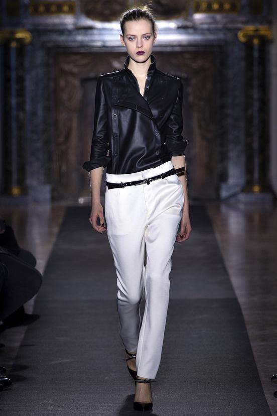 paris-fashion-week-35-siluestas-mejores-estilos-best-looks-paris-semana-moda-modaddiction-desfile-pasarela-runway-catwalk-trends-tendencias-style-luje-luxe-anthony-vaccarello