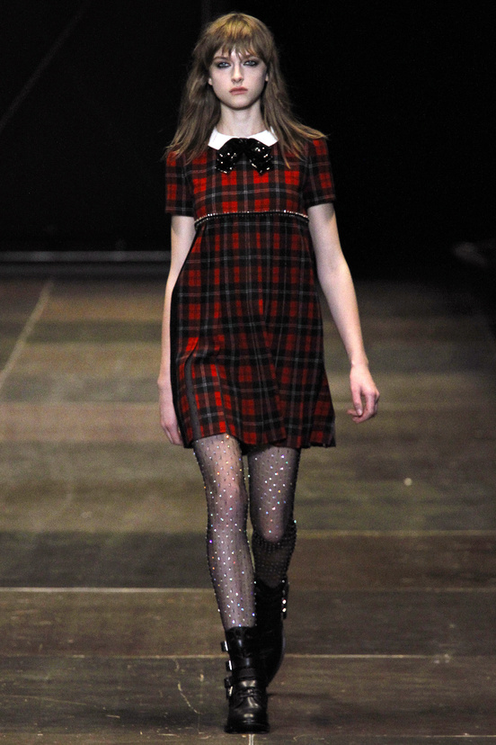 yves-saint-laurent-hedi-slimane-paris-fashion-week-otono-invierno-2013-2014-fall-winter-2013-2014-semana-moda-modaddiction-topshop-prensa-press-grunge-desfile-runway-criticas-3