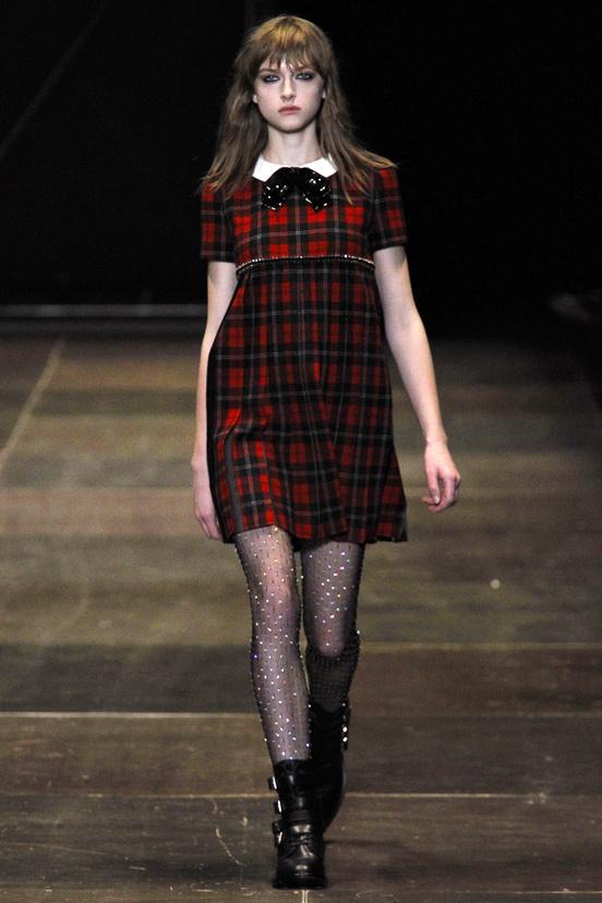 yves-saint-laurent-hedi-slimane-paris-fashion-week-otono-invierno-2013-2014-fall-winter-2013-2014-semana-moda-modaddiction-topshop-prensa-press-grunge-desfile-runway-criticas-3