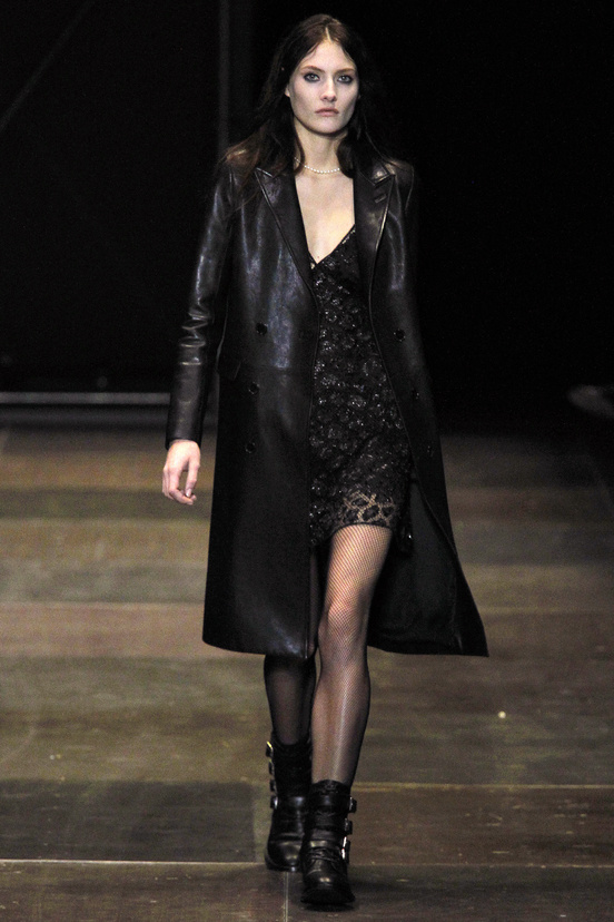 yves-saint-laurent-hedi-slimane-paris-fashion-week-otono-invierno-2013-2014-fall-winter-2013-2014-semana-moda-modaddiction-topshop-prensa-press-grunge-desfile-runway-criticas-4
