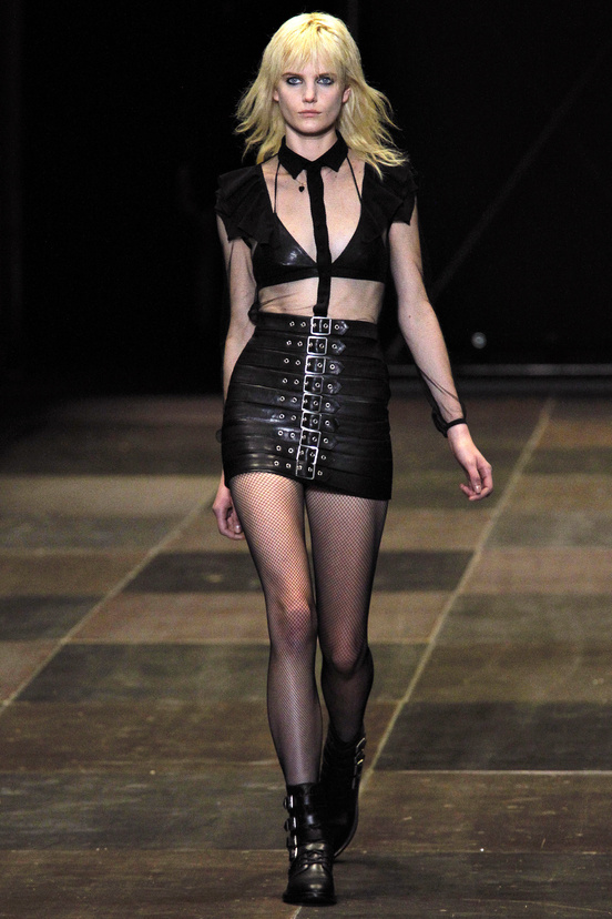 yves-saint-laurent-hedi-slimane-paris-fashion-week-otono-invierno-2013-2014-fall-winter-2013-2014-semana-moda-modaddiction-topshop-prensa-press-grunge-desfile-runway-criticas-7