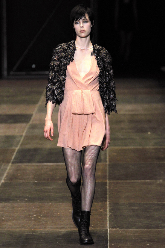 yves-saint-laurent-hedi-slimane-paris-fashion-week-otono-invierno-2013-2014-fall-winter-2013-2014-semana-moda-modaddiction-topshop-prensa-press-grunge-desfile-runway-criticas-8
