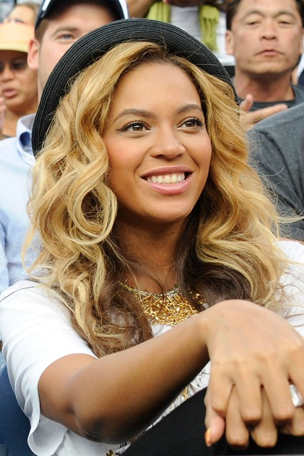 beyoncé-knowles-hair-style-estilo-cabello-peindo-pelo-look-modaddiction-destiny's-child-moda-fashion-glamour-trends-tendencias-people-star-famosa-mucis-musica-14