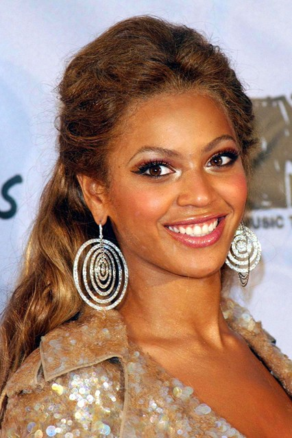 beyoncé-knowles-hair-style-estilo-cabello-peindo-pelo-look-modaddiction-destiny's-child-moda-fashion-glamour-trends-tendencias-people-star-famosa-mucis-musica-1