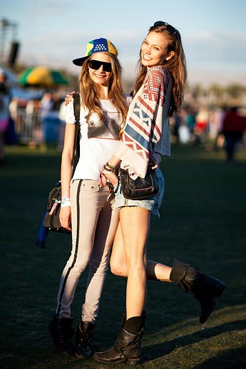 festival-coachella-2013-california-music-musica-moda-fashion-modaddiction-hipster-estilo-look-rock-chic-gypsy-people-famosas-look-street-style-Cara-Delevingne-Karlie-Kloss