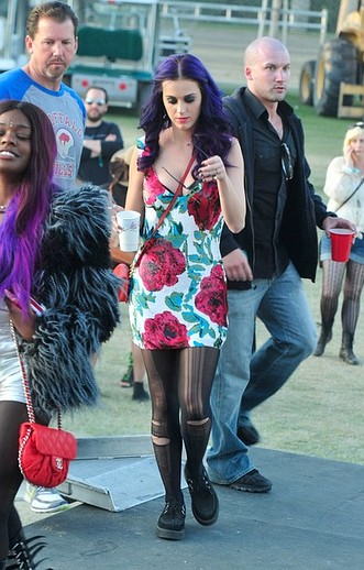 festival-coachella-2013-california-music-musica-moda-fashion-modaddiction-hipster-style-estilo-look-rock-chic-gypsy-people-famosas-look-street-style-katy-perry-singer-cantante