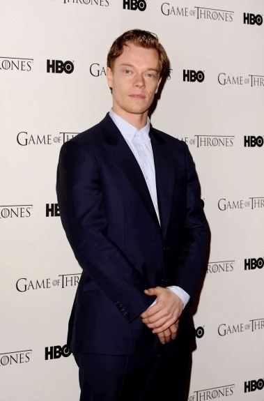 game-of-thrones-juego-de-tronos-serie-tv-show-hbo-modaddiction-red-carpet-alfombra-roja-moda-fashion-star-actor-actress-actriz-Alfie-Allen-Theon-Greyjoy-2