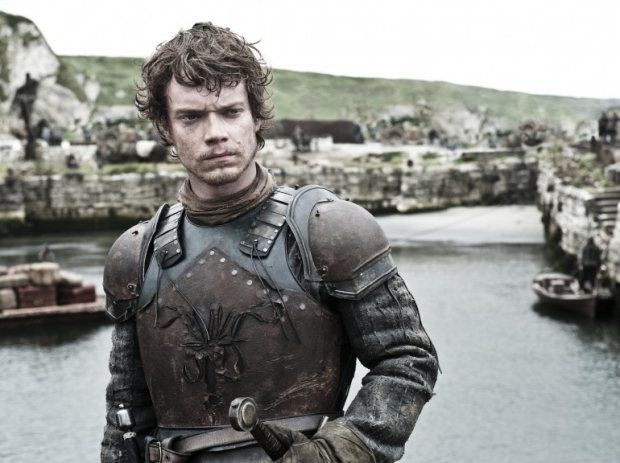 game-of-thrones-juego-de-tronos-serie-tv-show-hbo-modaddiction-red-carpet-alfombra-roja-moda-fashion-star-actor-actress-actriz-Alfie-Allen-Theon-Greyjoy