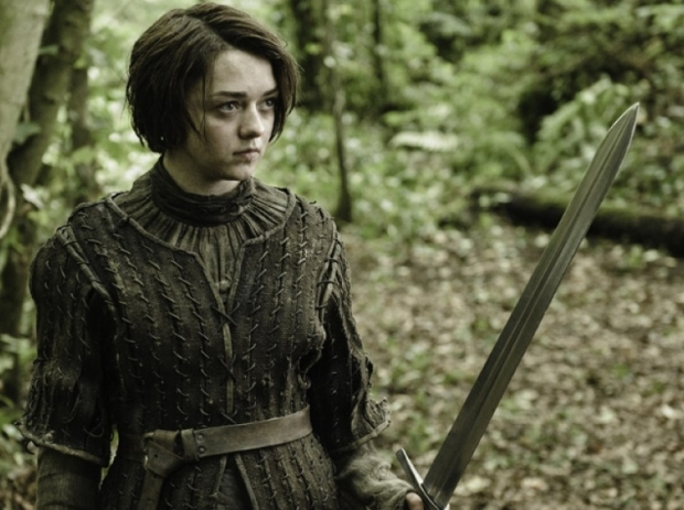 game-of-thrones-juego-de-tronos-serie-tv-show-hbo-modaddiction-red-carpet-alfombra-roja-moda-fashion-star-actor-actress-actriz-Maisie-Williams-Arya-Stark