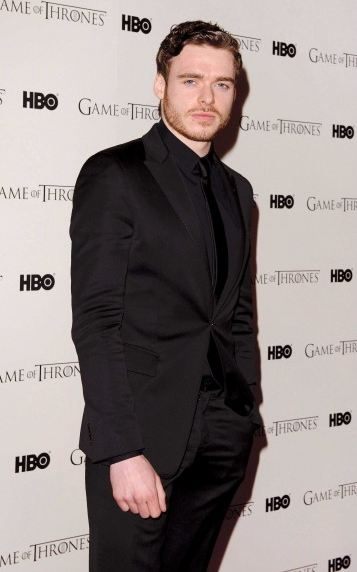 game-of-thrones-juego-de-tronos-serie-tv-show-hbo-modaddiction-red-carpet-alfombra-roja-moda-fashion-star-famoda-actor-actress-actriz-Richard-Madden-Robb-Stark-2