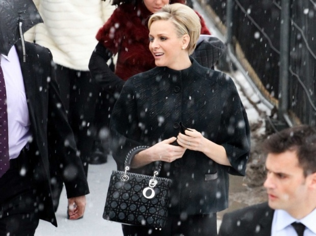 lady-dior-christian-dior-it-bag-it-bolso-complemento-accessories-accesorio-handbag-modaddiction-moda-fashion-famosas-star-people-estrellas-trends-tendencias_charlene-monaco