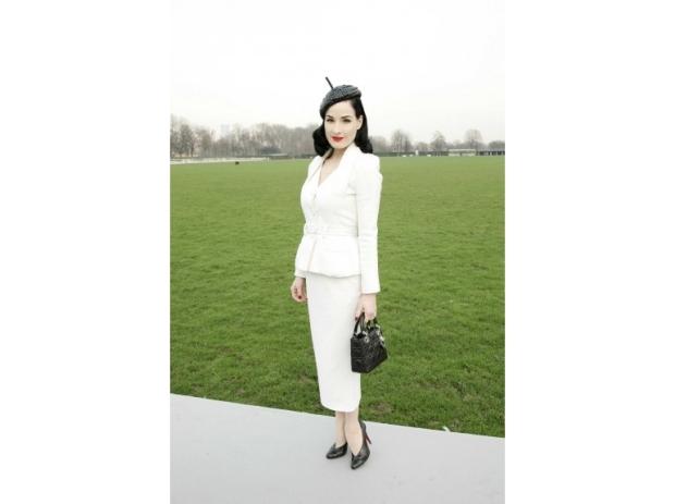 lady-dior-christian-dior-it-bag-it-bolso-complemento-accessories-accesorio-handbag-modaddiction-moda-fashion-famosas-star-people-estrellas-trends-tendencias_dita-von-teese
