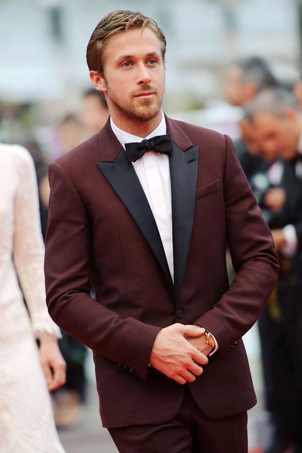 pajarita-bow-tie-urbano-chic-casual-preppy-moda-fashion-hombre-menswear-man-modaddiction-accesorios-accessories-trends-tendencias-complemento-look-estilo-ryan-gosling