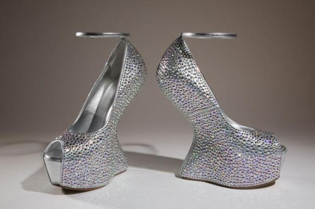 shoes-obsession-exposicion-exhibition-libro-book-zapatos-footwear-calzado-modaddiction-designer-disenador-culture-cultura-moda-fashion-giuseppe-zanotti