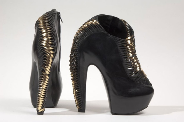 shoes-obsession-exposicion-exhibition-libro-book-zapatos-footwear-calzado-modaddiction-designer-disenador-culture-cultura-moda-fashion-Iris-van-Herpen