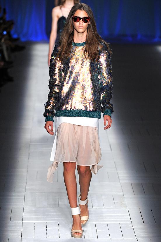 tendencia-metalica-metalic-metal-trends-primavera-verano-2013-spring-summer-2013-modaddiction-fashion-week-semana-moda-design-diseno-oro-gold-plata-just-cavalli