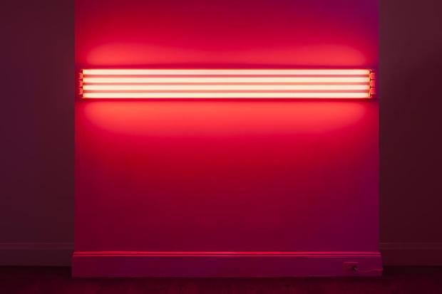 dan-flavin-moda-fluor-fashion-neon-design-diseno-arte-art-tendencia-trends-modaddiction-artista-artist-luz-lights-exposicion-exhibition-fluo-april-may-2