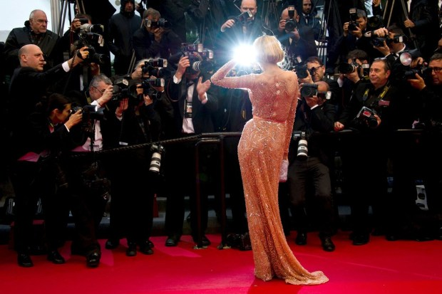 festival-cannes-2013-glamour-alfombra-roja-cine-cinema-marca-moda-fashion-brand-modaddiction-alta-costura-actriz-haute-couture-actress-star-famosa-people-lujo-Petra-Nemcova