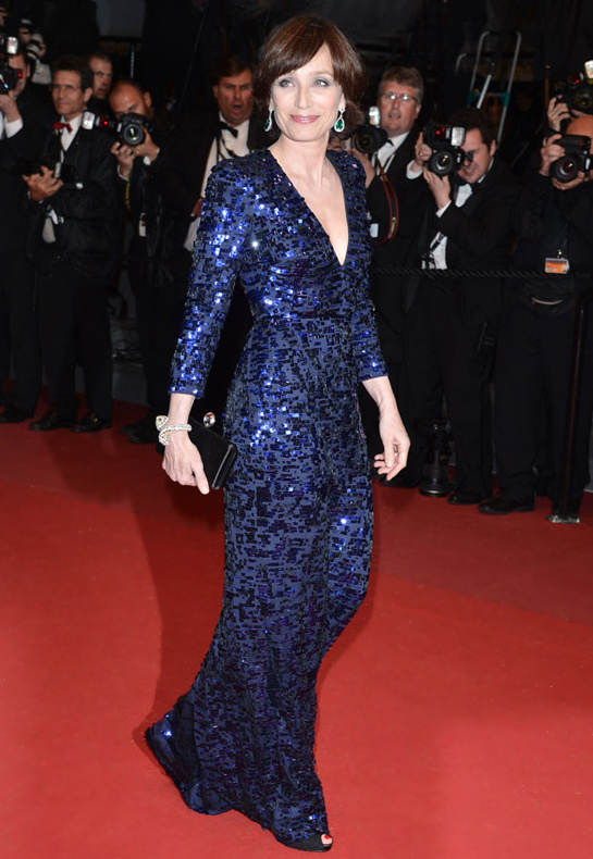 festival-cannes-2013-glamour-alfombra-roja-cine-cinema-marca-moda-fashion-brand-modaddiction-costura-actriz-couture-actress-famosa-people-lujo-Kristin-Scott-Thomas-Armani