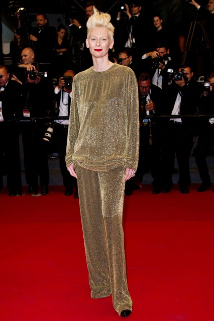 festival-cannes-2013-glamour-alfombra-roja-cine-cinema-marca-moda-fashion-brand-modaddiction-costura-actriz-couture-actress-famosa-people-lujo-Tilda-Swinton-Ackermann