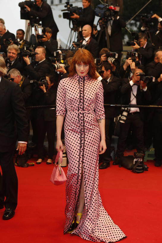 festival-cannes-cine-cinema-moda-fashion-glamour-modaddiction-star-estrella-people-moda-fashion-red-carpet-alfombra-roja-culture-cultura-florence-welch-miu-miu-1