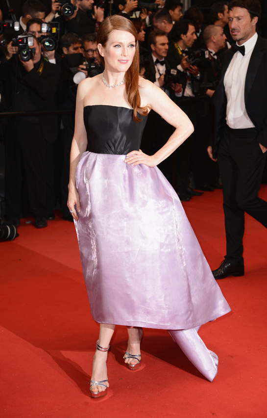 festival-cannes-cine-cinema-moda-fashion-glamour-modaddiction-star-estrella-people-moda-fashion-red-carpet-alfombra-roja-culture-cultura-julianne-moore-christian-dior-1