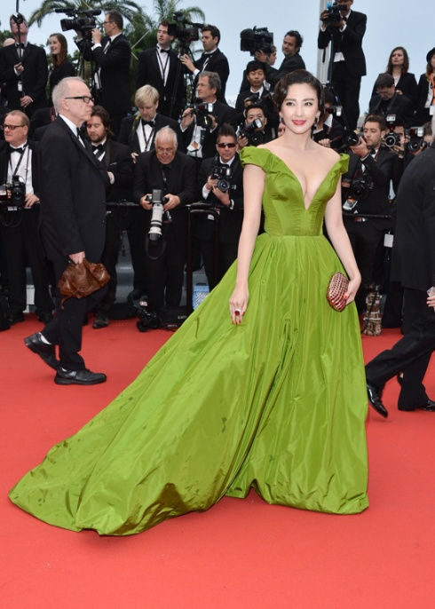 festival-cannes-cine-cinema-moda-fashion-glamour-modaddiction-star-estrella-people-moda-fashion-red-carpet-alfombra-roja-culture-cultura-Zhang-Yuki-Ulyana-Sergeenko-1