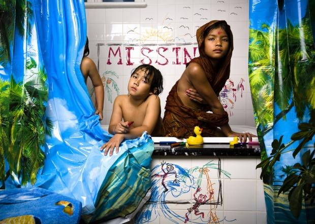 jonathan-hobin-fotografo-photographer-choc-brutal-violente-fotografia-photography-in-the-playroom-modaddiction-culture-cultura-trends-tendencias-kids-ninos-12