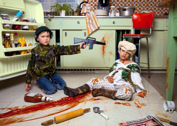 jonathan-hobin-fotografo-photographer-choc-brutal-violente-fotografia-photography-in-the-playroom-modaddiction-culture-cultura-trends-tendencias-kids-ninos-4