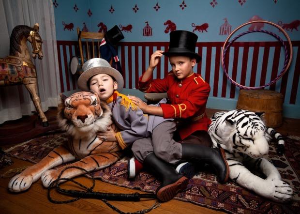jonathan-hobin-fotografo-photographer-choc-brutal-violente-fotografia-photography-in-the-playroom-modaddiction-culture-cultura-trends-tendencias-kids-ninos-7