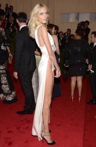 side-butt-trasero-sexy-glamour-transparencia-red-carpet-alfombra-roja-modaddiction-people-estrella-star-moda-fashion-anja-rubik