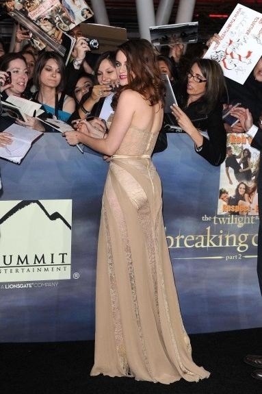 side-butt-trasero-sexy-glamour-transparencia-red-carpet-alfombra-roja-modaddiction-people-estrella-star-moda-fashion-kirsten-stewart