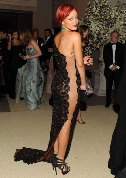 side-butt-trasero-sexy-glamour-transparencia-red-carpet-alfombra-roja-modaddiction-people-estrella-star-moda-fashion-rihanna