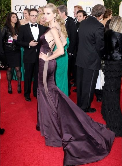 side-butt-trasero-sexy-glamour-transparencia-red-carpet-alfombra-roja-modaddiction-people-estrella-star-moda-fashion-taylor-swift