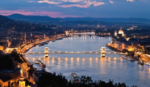 budapest-liligo-holidays-vacaciones-verano-summer-hungary-hungria-moda-fashion-modaddiction-fiesta-party-culture-cultura-spa-night-noche-arte-art-2