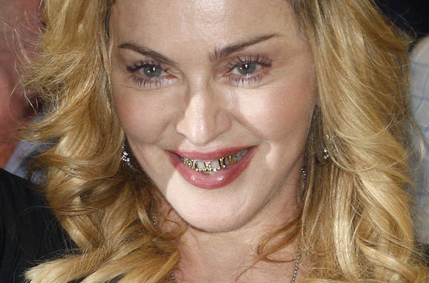 tendencia-grillz-pop-music-moda-rap-fashion-modaddiction-red-carpet-alfombra-roja-artist-artista-madonna